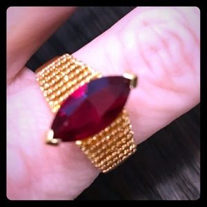 Jewelry - 18K GOLD VINTAGE RING W/ RED RUBY CENTER SZ 9.5